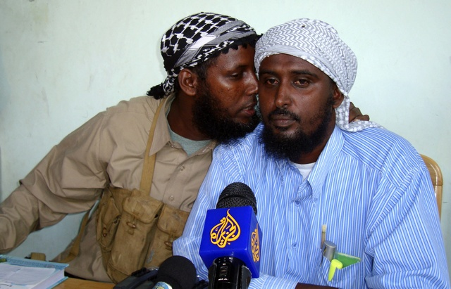 Sheik Muktar Robow Abu Mansur (L), former spokesman for the al Shabaab hardliners, talks to his successor Sheik Ali Mohamoud Rage as they address journalists in the Somalia capital Mogadishu May 21, 2009. Somalia's government has accused Eritrea of supporting al Shabaab insurgents with planeloads of AK-47 assault rifles, rocket-propelled grenades and other weapons. Sheik Abu Mansur resigned from his position as spokesperson of the al Shabaab insurgents. REUTERS/Feisal Omar (SOMALIA CONFLICT POLITICS)